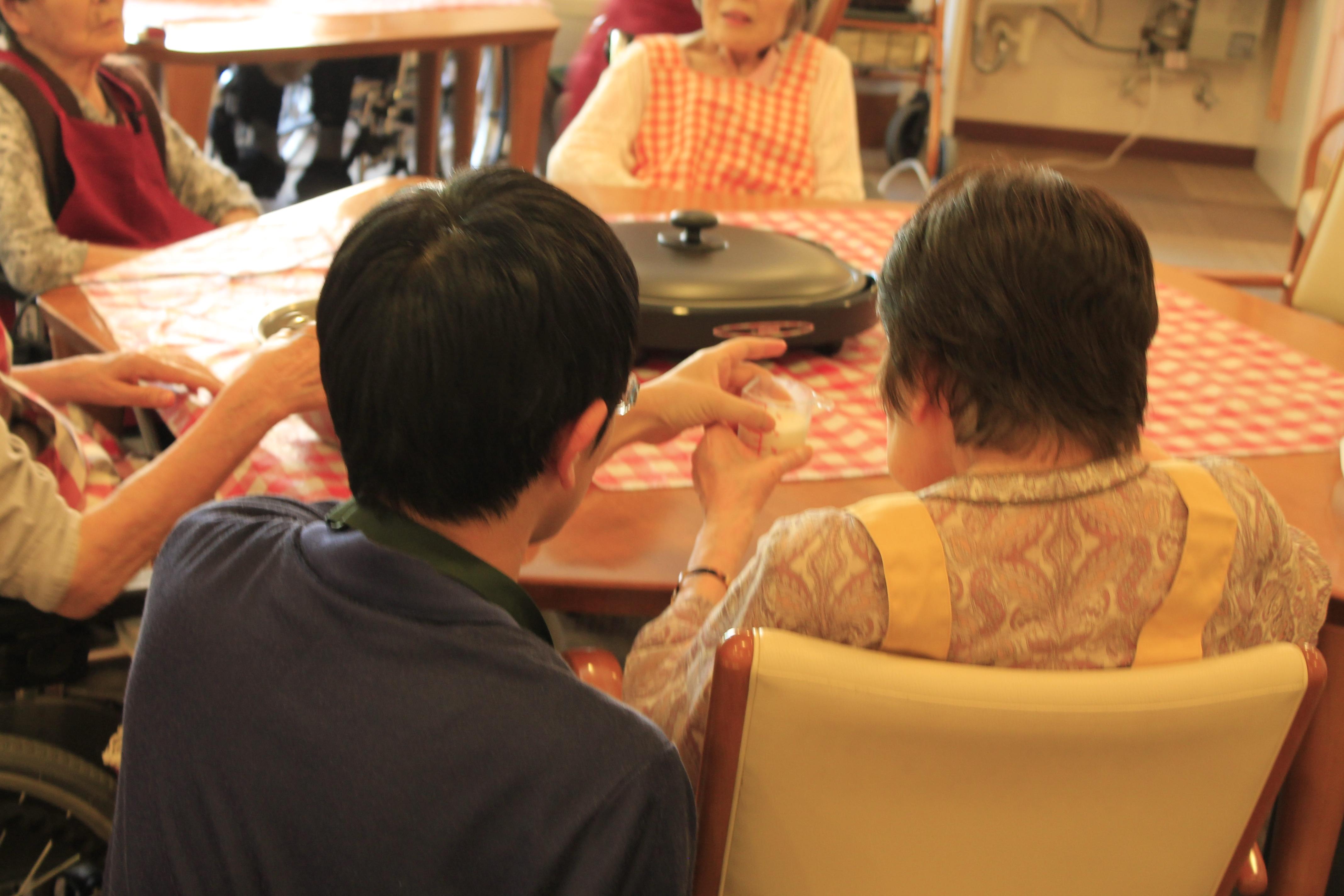 家族が老人ホームへ面会に行く頻度とメリット