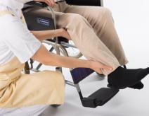 高齢者の足のむくみは放置すると危険!原因と予防・解消方法