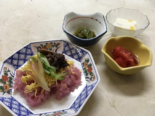 紫蘇ジュースで炊いたご飯のちらし寿司